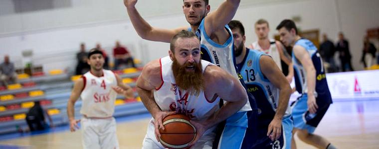 Nierówna gra i bolesna porażka – Śląsk przegrał z Kotwicą w końcówce