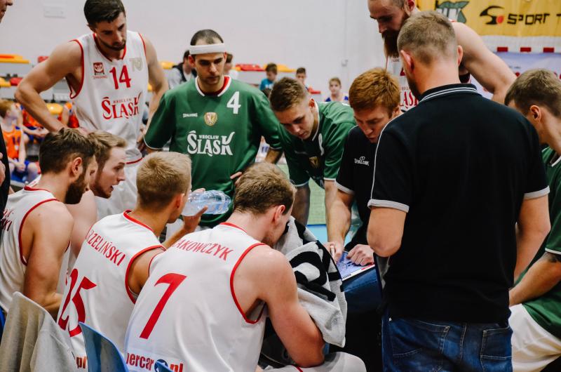 Klątwa 4. kwarty – nierówny WKS przegrał z R8 Basketem Kraków
